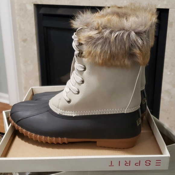 NEW! ESPRIT Winslow duck boot in buff size 6 fur